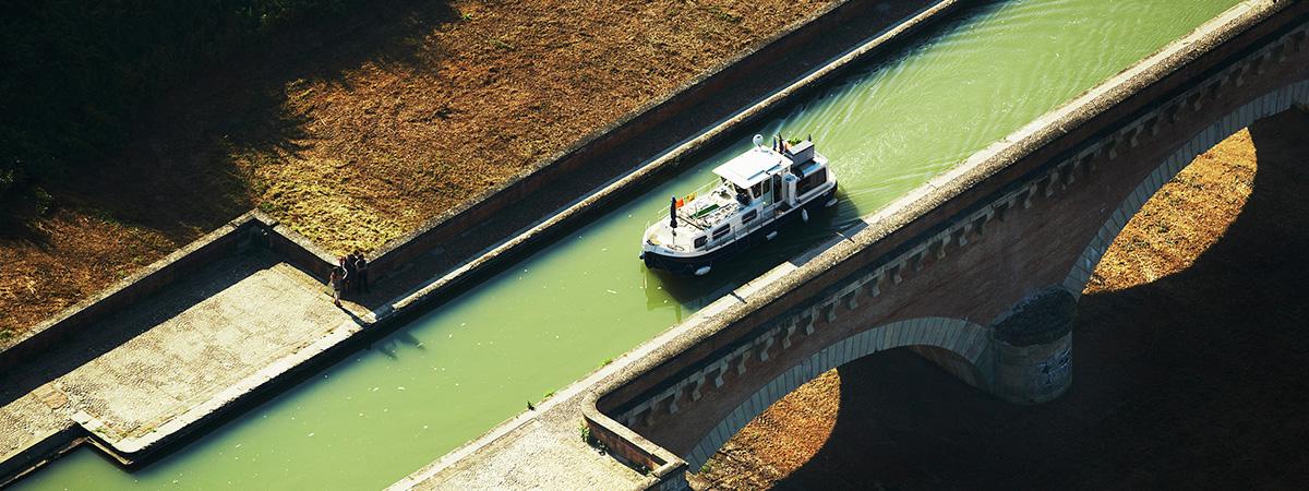 Vignobles sur les rives du Canal du Midi