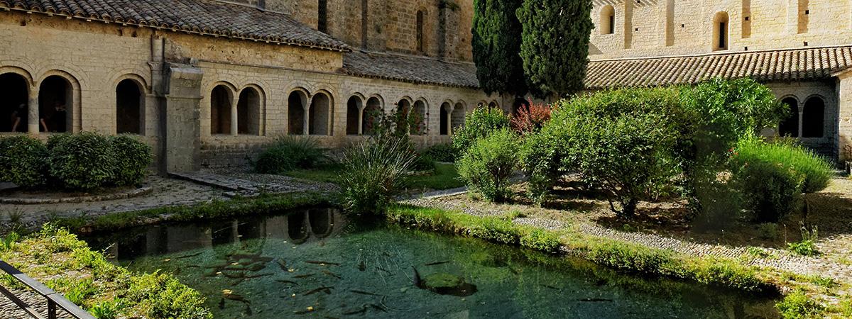 Sur le chemin de Saint-Jacques : Abbaye de Gellone - Saint-Guilhem du Désert - Abbey of Gellone - Abadía de Gellone